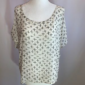 One Clothing Cold Shoulder Top Size Medium